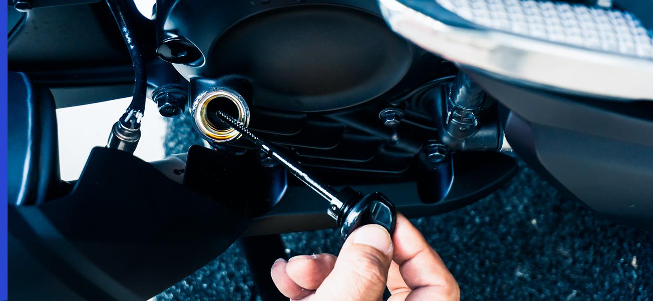 ¿Cada cuántos kilómetros se cambia el aceite de una moto?